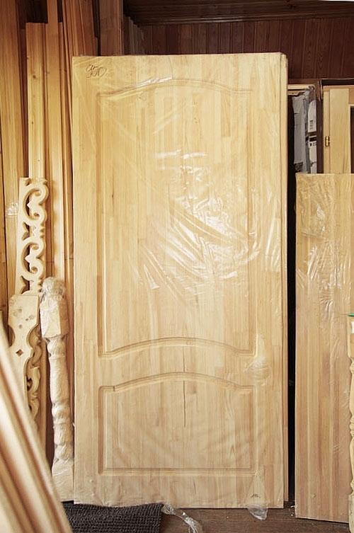 купить из массива дерева входные двери и окна для дачи