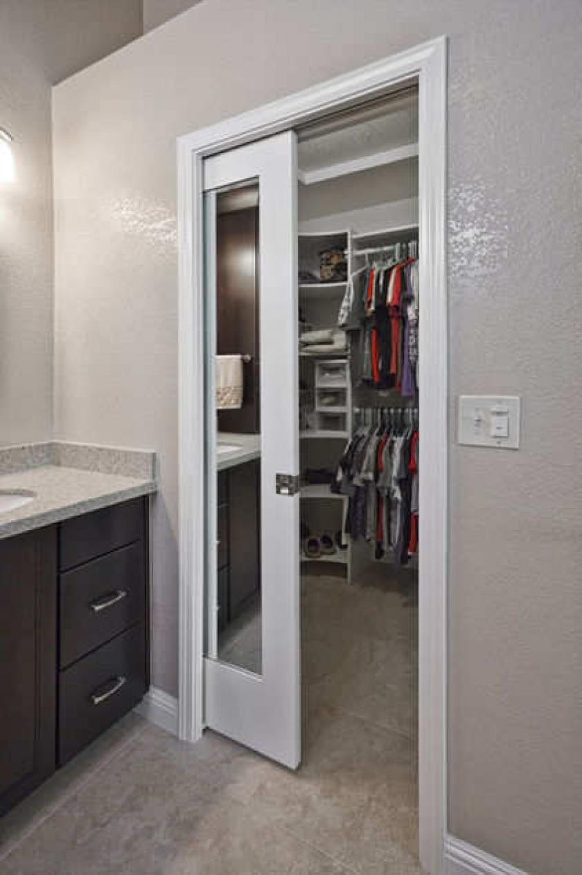 Зеркальные раздвижные двери
